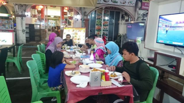 Makan Dekat Hotel